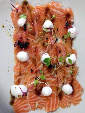 Caviar & Bull: Salmon carpaccio