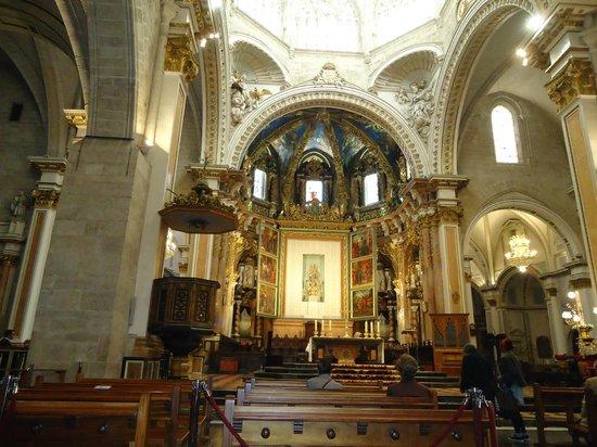 Valencia Cathedral : Altar con pinturas del siglo XVII.