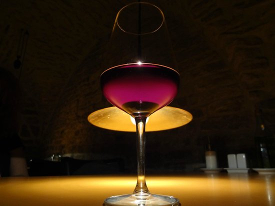 Klub Architektu - Empty Head: a glass of wine in front of the lamp, hanging a few cm above the table