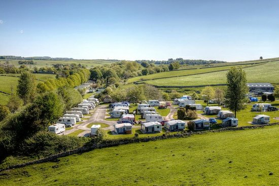 Lime Tree Holiday Park: Site view of the touring park at Lime Tree Park, Buxton, Derbyshire