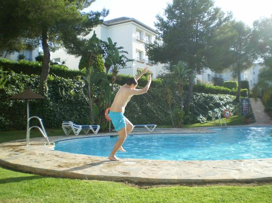 Miraflores Beach & Country Club: Una de las dos piscinas