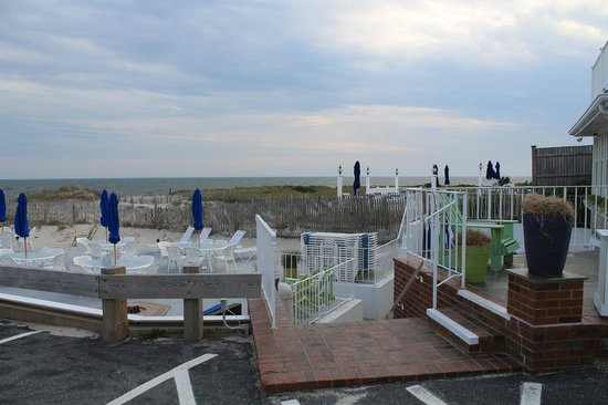 Inn On The Beach: inn patio