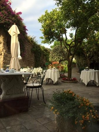 Antiche Mura Hotel : breakfast with a view