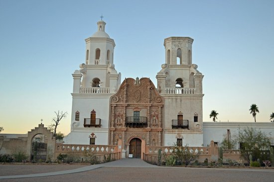 Mission San Xavier del Bac: Front view
