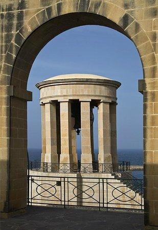 Angelica : Baracca arch/Siege Bell, just around the corner.