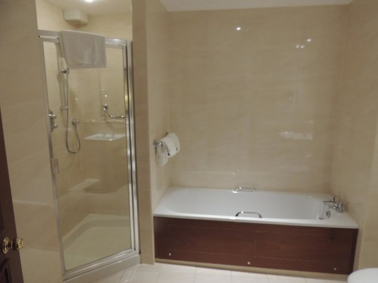 Macdonald Drumossie Hotel: Bath