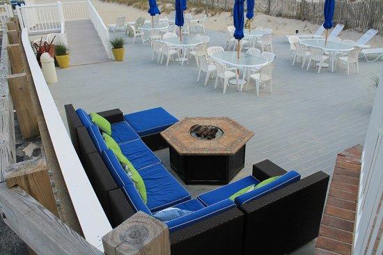 Inn On The Beach: patio