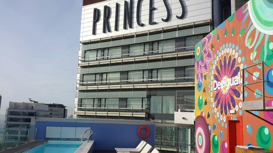 Barcelona Princess: Piscina
