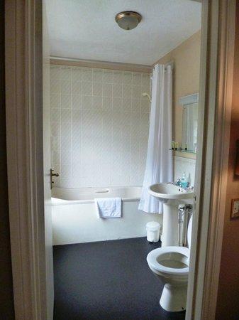 Devonport Hotel: Ensuite bathroom