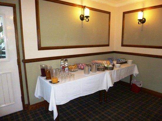 Devonport Hotel: Laden buffet breakfast table