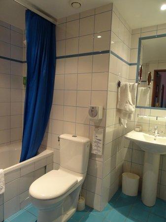 Hotel Alexandrie: Côté baignoire