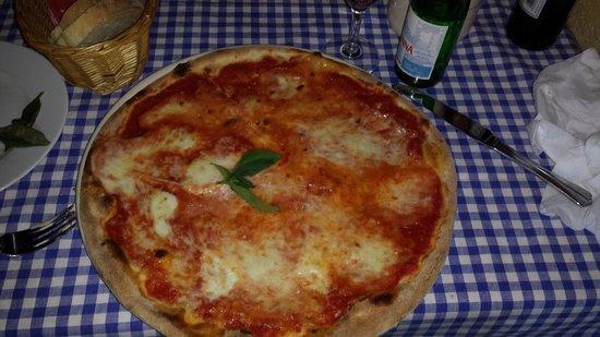 Trattoria Toscana Teltow : Pizza Regina Margherita