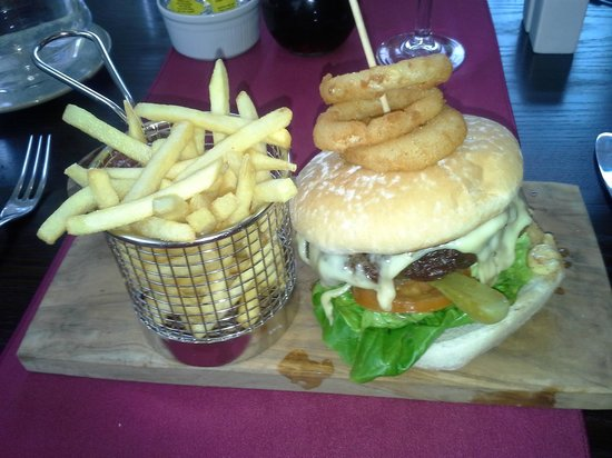 Oriel Country Hotel & Spa: The burger was great!