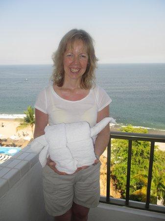 Villa Premiere Boutique Hotel & Romantic Getaway: Towel art