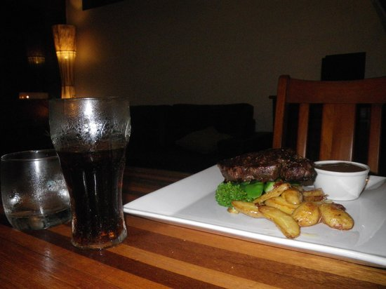 Daintree Wilderness Lodge : Steak, potatoes, and a coke