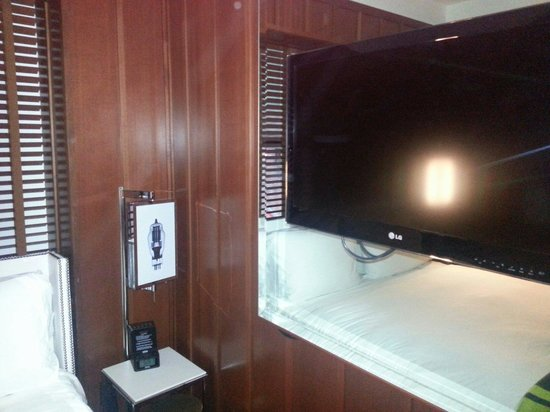 Hudson Hotel New York: Tv in camera