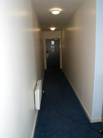 Travelodge Colwyn Bay: LONG Room Entrance Hall