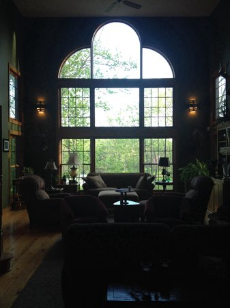 Woodland Trails Bed and Breakfast: Awesome picture window
