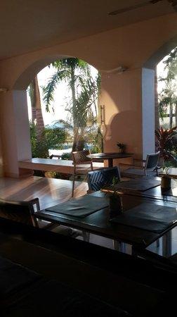 Panoramic Grand: Uno de los varios espacios para tomar algo o comer.