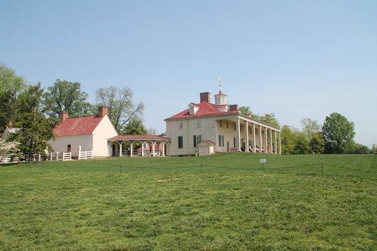 George Washington's Mount Vernon: Mansion from below