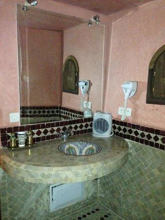 Riad Salam Fes: Bathroom
