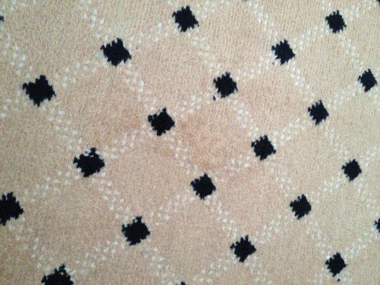 Meliá Milano: Dirty carpet