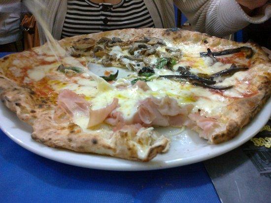 Pizzeria del Popolo: Pizza quattro stagioni