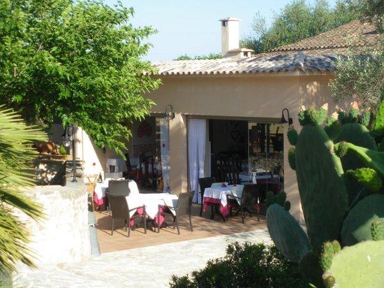 Son Trobat Hotel Rural: Blick auf die Terrasse