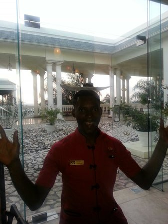 Grand Palladium Lady Hamilton Resort & Spa: Staff at Asian restaurant