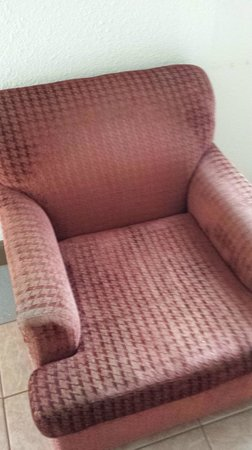 Red Roof Inn & Suites Monterey : Old chair