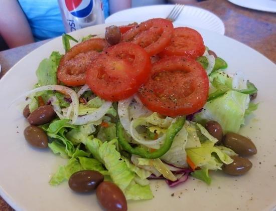 Village Pizza: Classic salad...fresh!