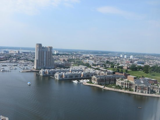 Baltimore Marriott Waterfront: View from 32 floor...Beautiful views all around