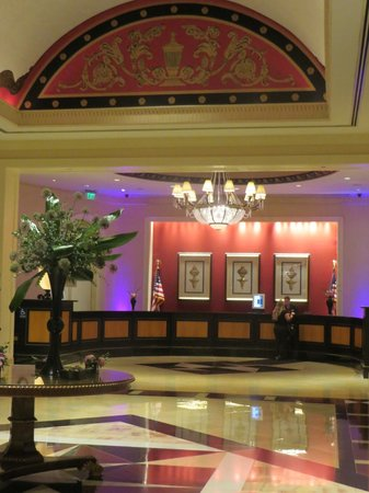 Baltimore Marriott Waterfront: Arrived late, Beautiful lobby