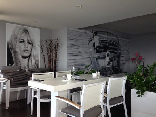 Saint Tropez Ocean Club Apartments & Suites: breakfast room
