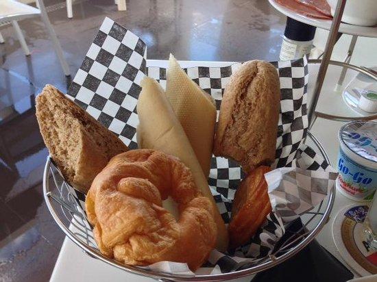 Saint Tropez Ocean Club Apartments & Suites: Locale bread which is not