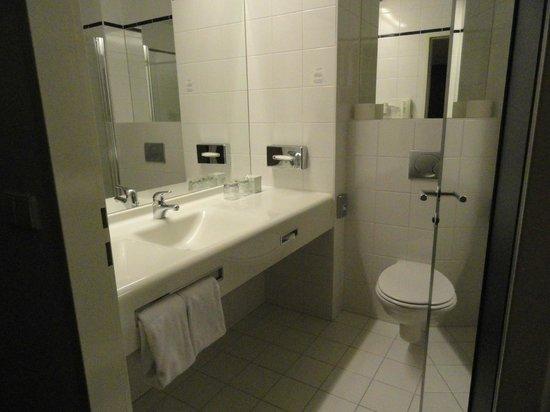 Arcotel Allegra Zagreb : Bathroom