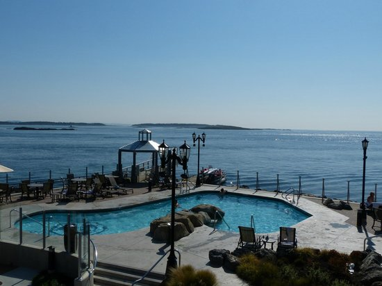 Oak Bay Beach Hotel: Mineral pools