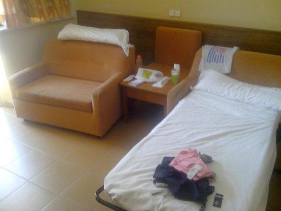 Sol Principe by Melia: camas de habitacion cuadruple
