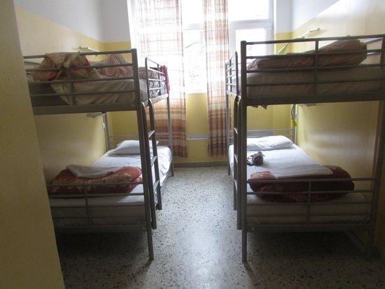 AthenStyle Hostel: Four person dorm