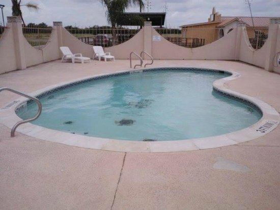 Riviera Inn & Suites: the pool