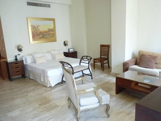 Puerta Catedral Suites: Living area corner