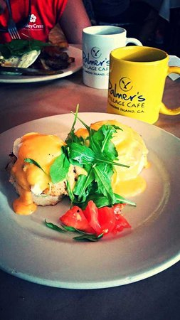 Palmer's Village Cafe: Eggs Benedict over Crab Cakes!
