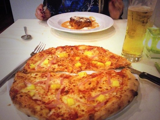 Sapori : Amazing Ham & Pineapple Pizza and Lasagne.