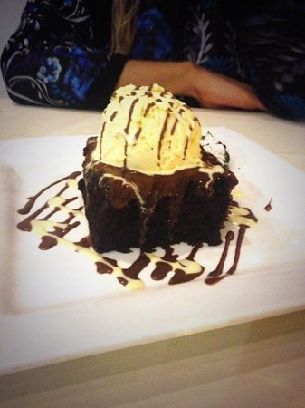 Sapori: Rich Chocolate Brownie Desert!