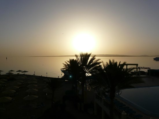SUNRISE Holidays Resort: early morning
