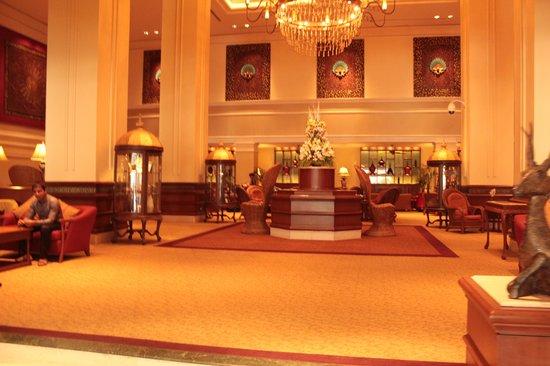 Sule Shangri-La Yangon: Part of the lobby