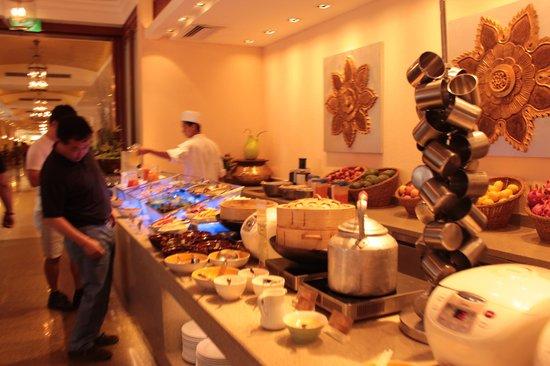 Sule Shangri-La Yangon : Part of the buffet