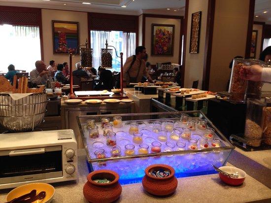 Sule Shangri-La Yangon : Another buffet shot