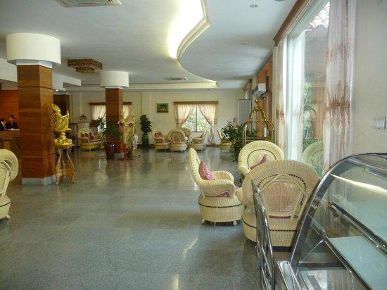 Ayarwaddy River View Hotel : Hotel reception area