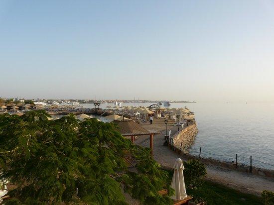 SUNRISE Holidays Resort: a walk around in the early morning sunshine